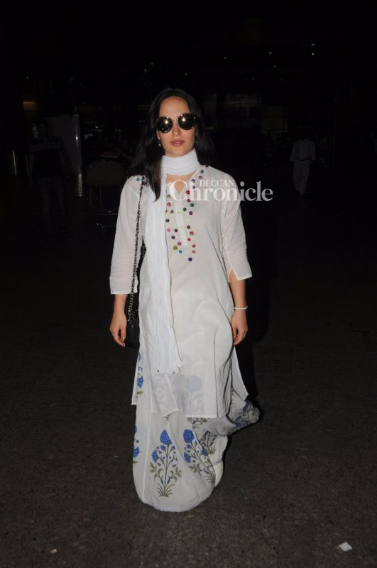 Elli Avram was also seen making her way out of the airport.
