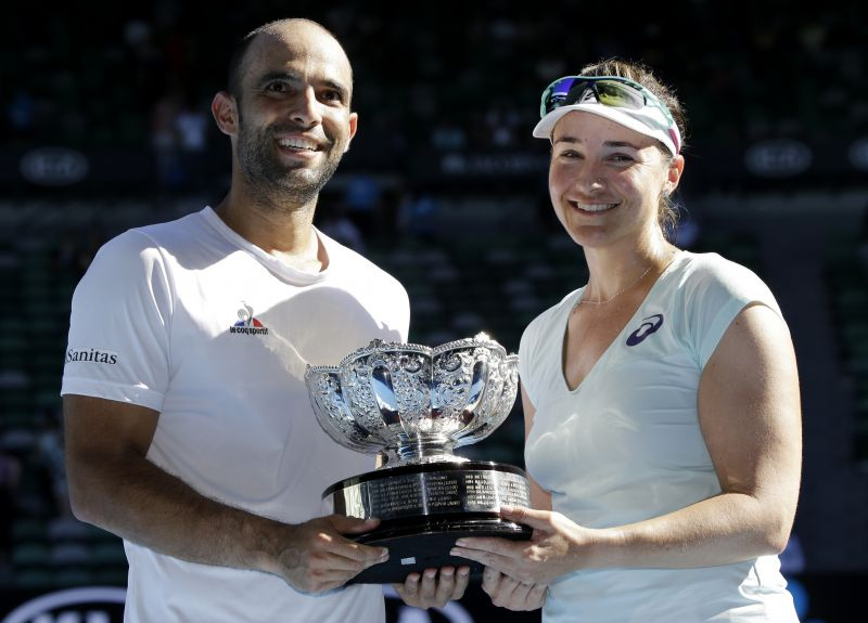 Juan Sebastian Cabal of Colombia and Abigail Spears of USA with the mixed doubles title. (Photo: AP)