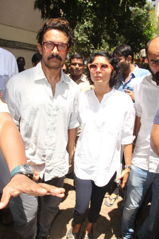 Aamir Khan arrived with his wife Kiran Rao to pay respects to Lagoo.