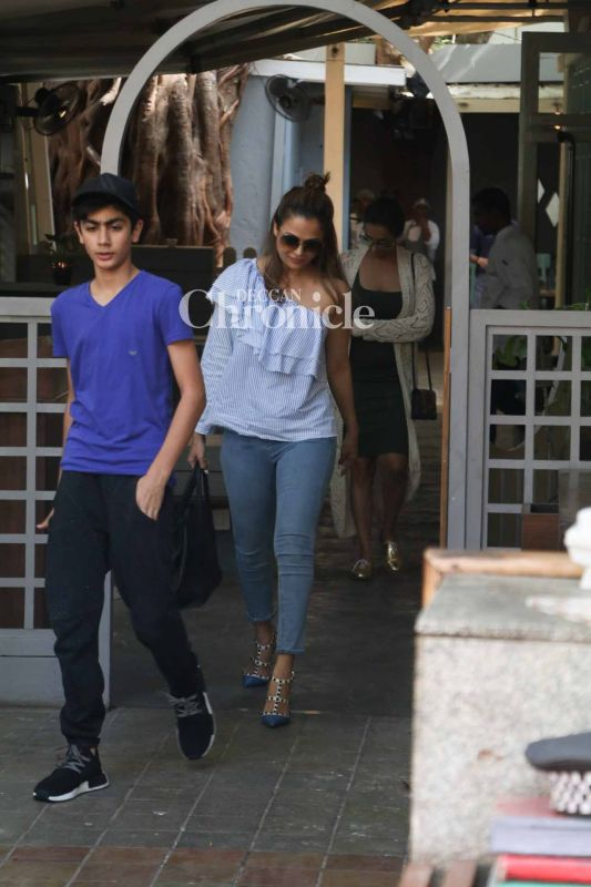Amrita was snapped with Malaika and Arbaaz's son Arhaan.