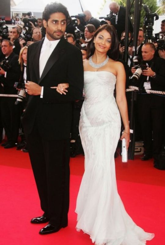 Cannes 2007: It was her first appearance after her marriage to Abhishek Bachchan and her hubby accompanied her to the red carpet as their film 'Guru' was also screened. The actress dazzled in a silver white strapless gown by Giorgio Armani, with a diamond choker to go with it.