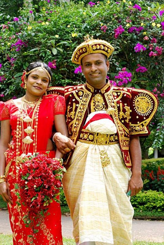 In Sri Lanka, the bride usually wears a sari while the groom sports a type of dhoti.
