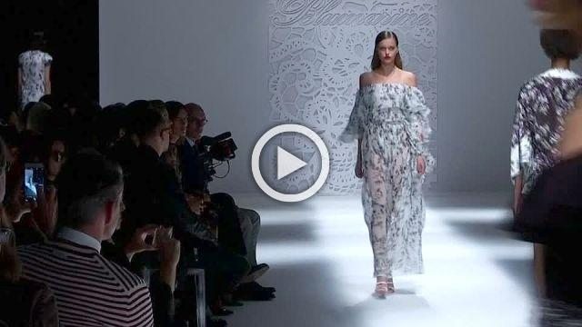 Supermodels honour Versace, boudoir beauty at Molinari