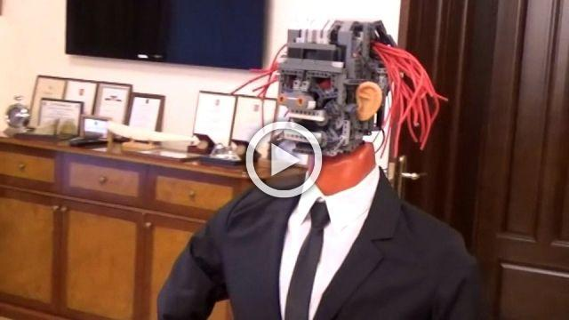 Pink-haired robot reports 2018 Leningrad budget