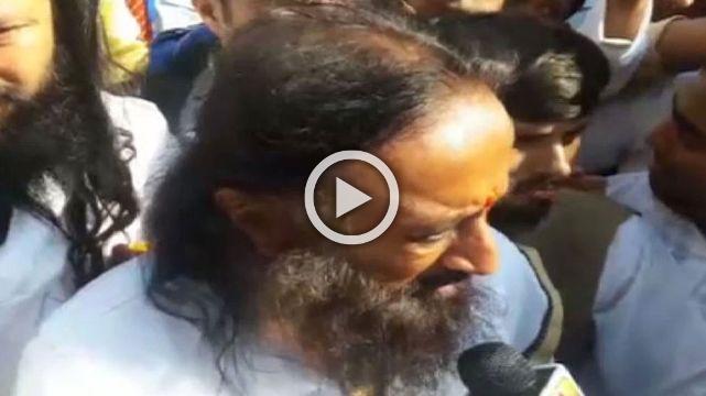 Ayodhya Dispute - Sri Sri Willing To Talk To Everyone